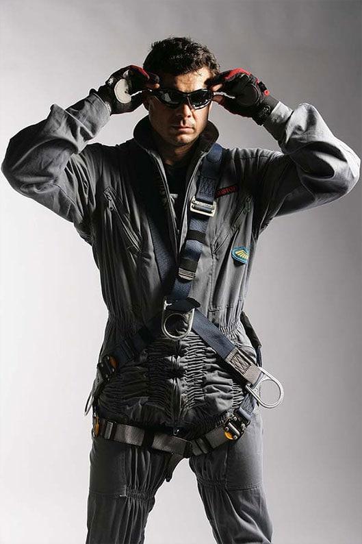Човека паяк с ВВС униформа