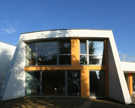 12 Eine Montessori Grundschule in moderner Architektur