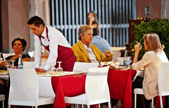 Фото - Официант в пицерии
