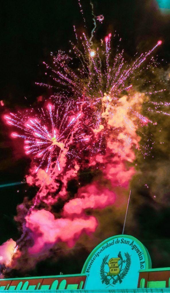 Fuegos pirotécnicos al final del desfile