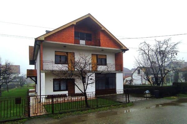 Двухэтажный дом в Лознице