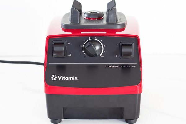 Red 5200 Vitamix Blender base with 2-peak horsepower motor