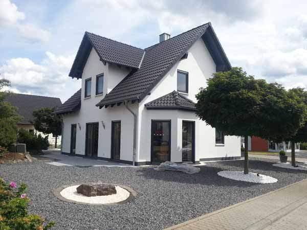 Bau eines Musterhauses im Musterhauszentrum Mülheim-Kärlich