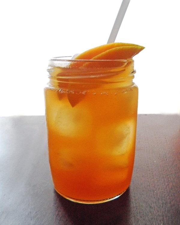 Iced Tea with Mango Slices