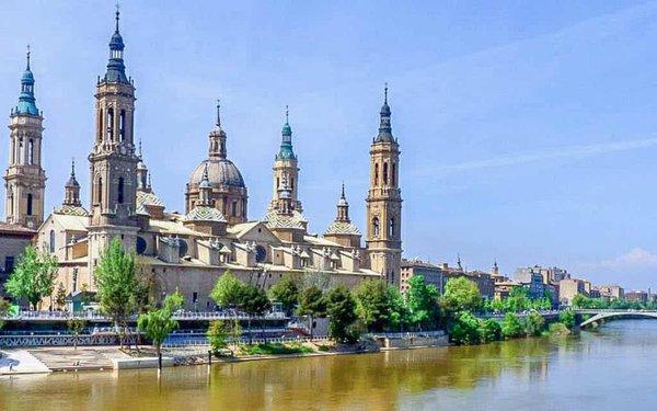 Basílica del Pilar y Río Ebro en Zaragoza