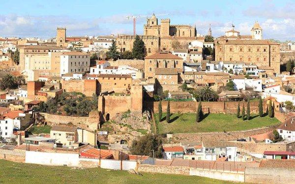 Cáceres es uno de los mejores destinos para viajar en otoño en España