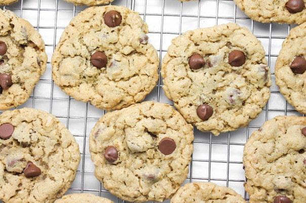 chocolate-chip-oatmeal-cookies