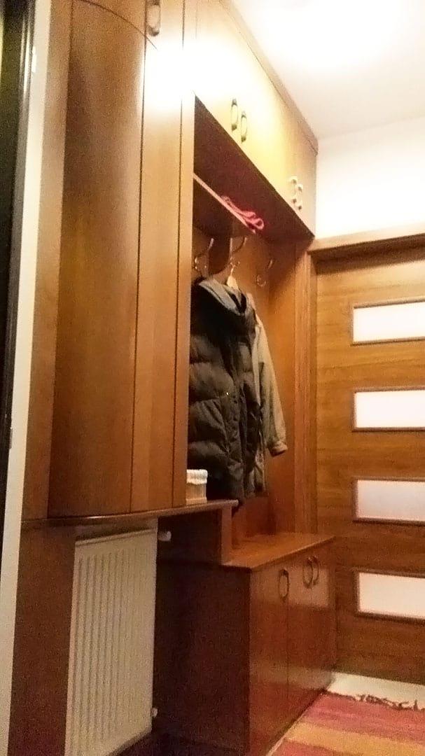 Előszobaszekrény csukott ajtókkal
