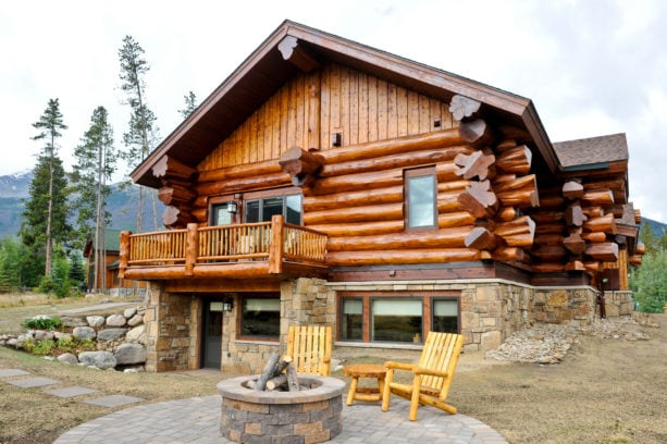 sikkens butternut log exterior color stain combined with siding cetol