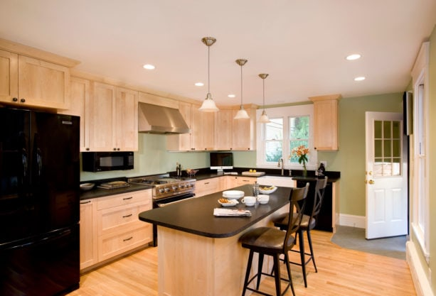 8 Most Excellent Kitchen Paint Colors, What Color Countertops With Maple Cabinets