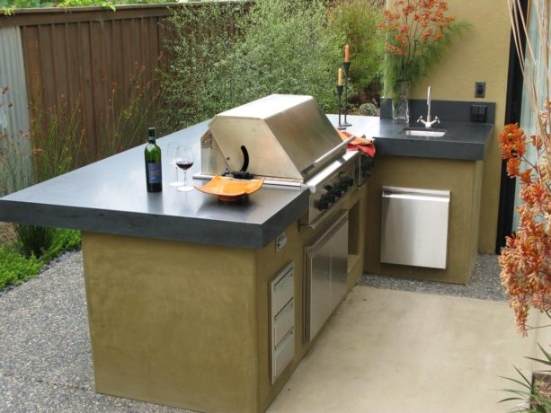small outdoor kitchen with l-shaped layout featuring smooth wall stucco for a trendy look