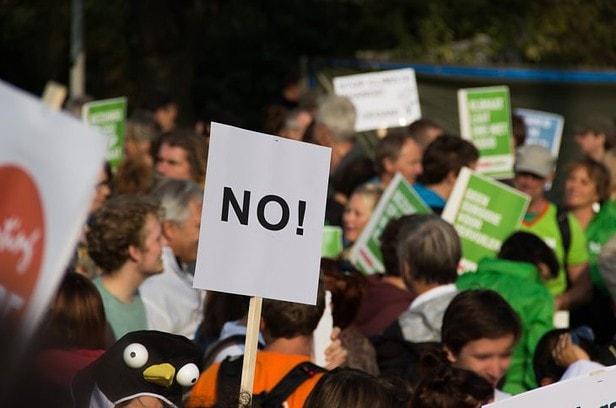 意外と知らない!?フランスでデモ活動をする時に必要な手続きとルール