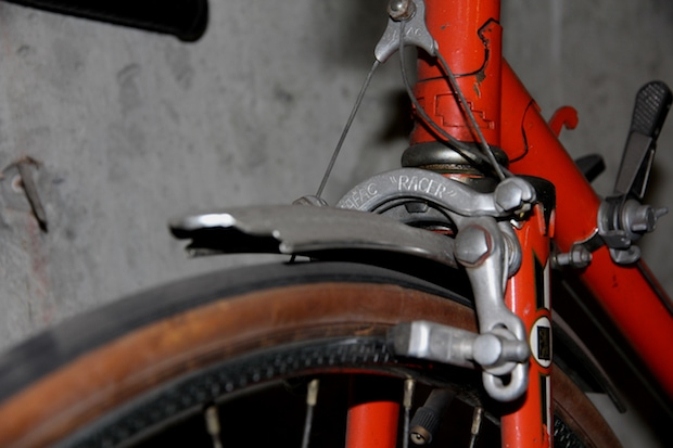 Side view of a cantilever brake on a bike
