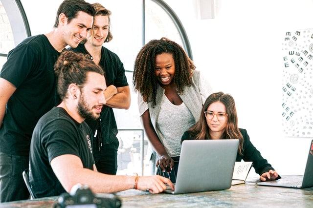 peluang usaha, Internet Dan Media Sosial