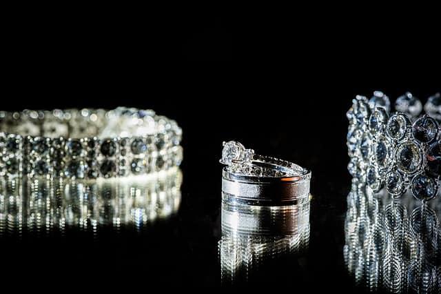 anillos oro blanco y diamantes novia