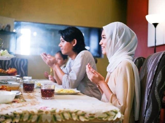 Niat berpuasa ramadhan dengan yang manis manis kaya dia