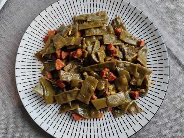 photo de Haricots plats au curcuma et au chorizo