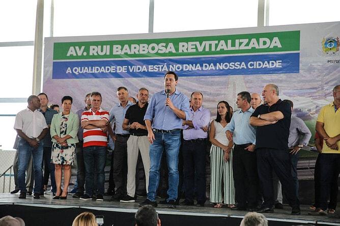 O governador Carlos Massa Ratinho Junior assinou a Ordem de Serviço para o início das obras na Avenida Rui Barbosa, Trecho Norte, no bairro Guatupê