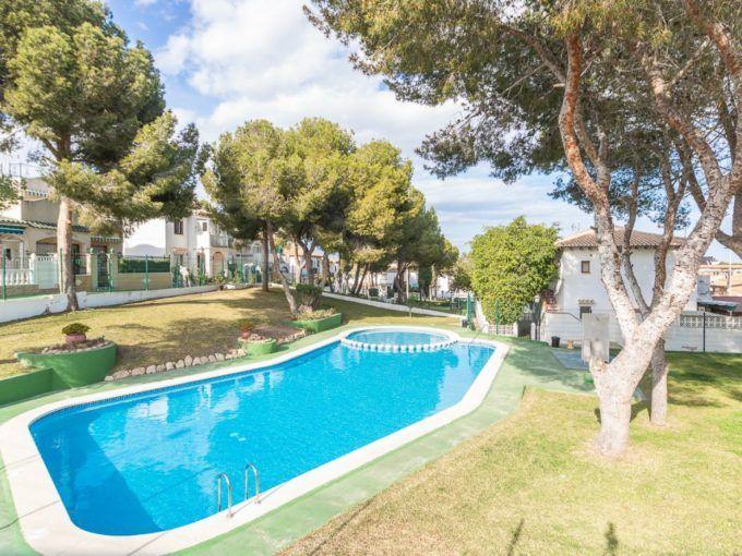 Bungalow en Lago Jardin en urbanización cerrada con piscina