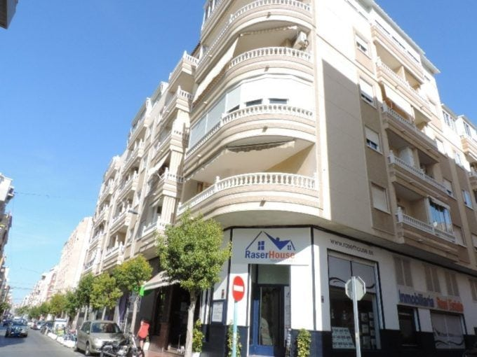 Apartamento de 2 dormitorios con piscina cerca Playa del Cura
