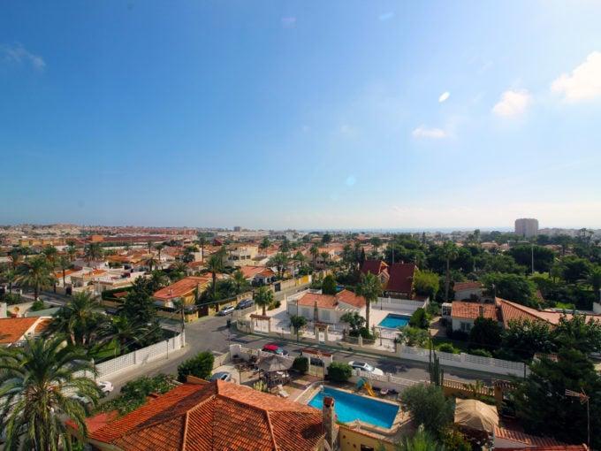Bonito ático con impresionantes vistas al mar y ciudad
