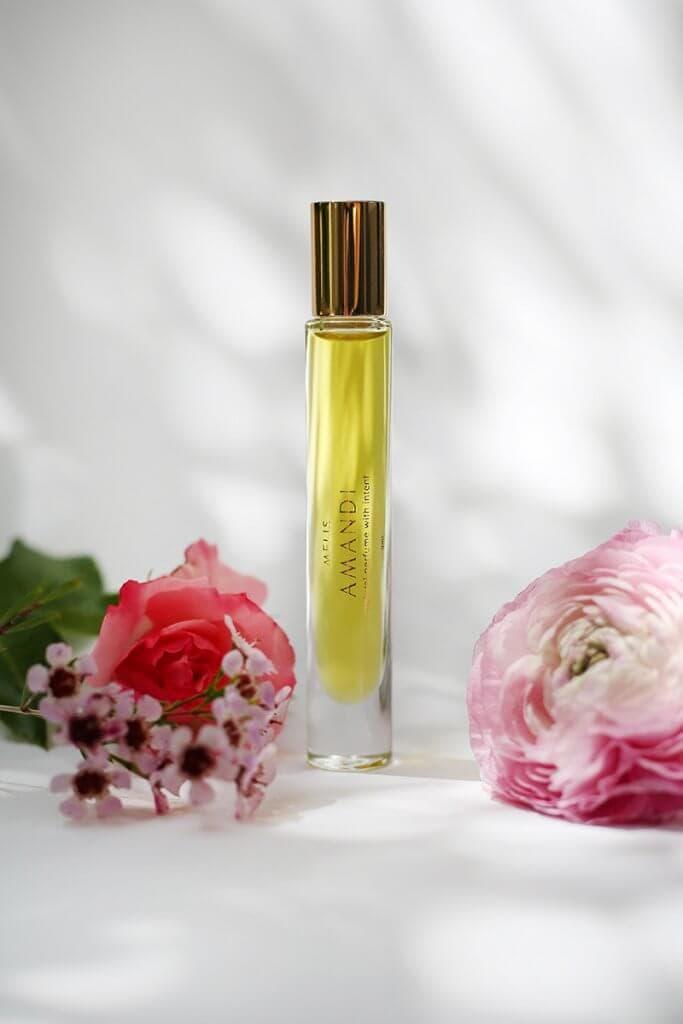 Amandi MELIS 100% natural perfume with flowers
