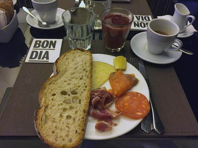 W Hotel Barcelona review interior photo of the Spanish food and breakfast restaurant Bravo 24