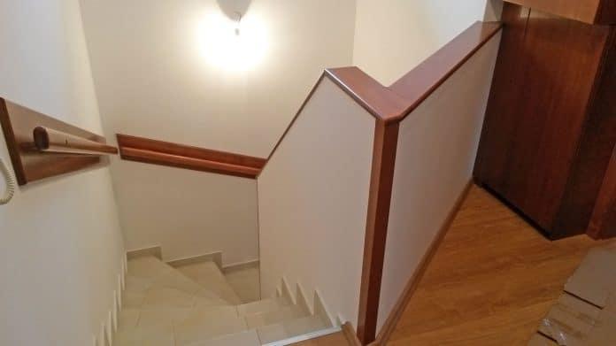 Fa lépcsőkorlát burkolat és falburkolat