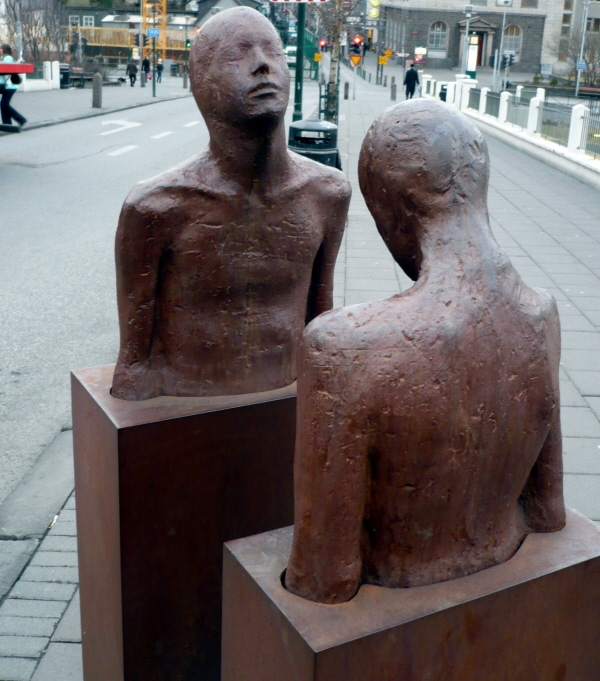 Picture – Sculpture in Reykjavik's Laugavegur, taken by Christian Spatscheck in February 2010. All rights reserved.