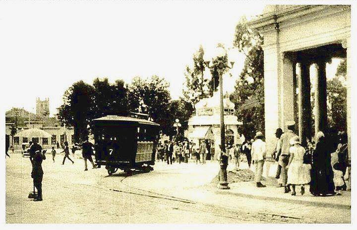 Tranvía circulando por Ciudad de Guatemala