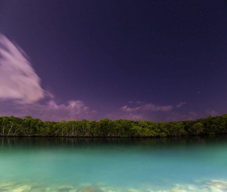 Sehenswürdigkeiten in Cancun, Mexiko: Nacht in der Nichupté Lagune in der Hotel Zone
