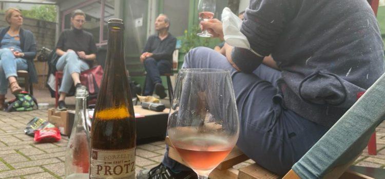 Vollversammlung mit Weinverkostung