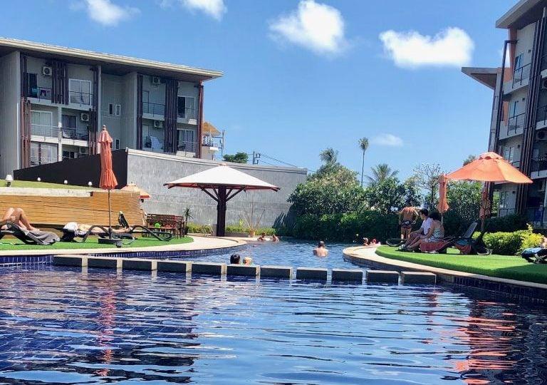 replay airbnb swimming pool