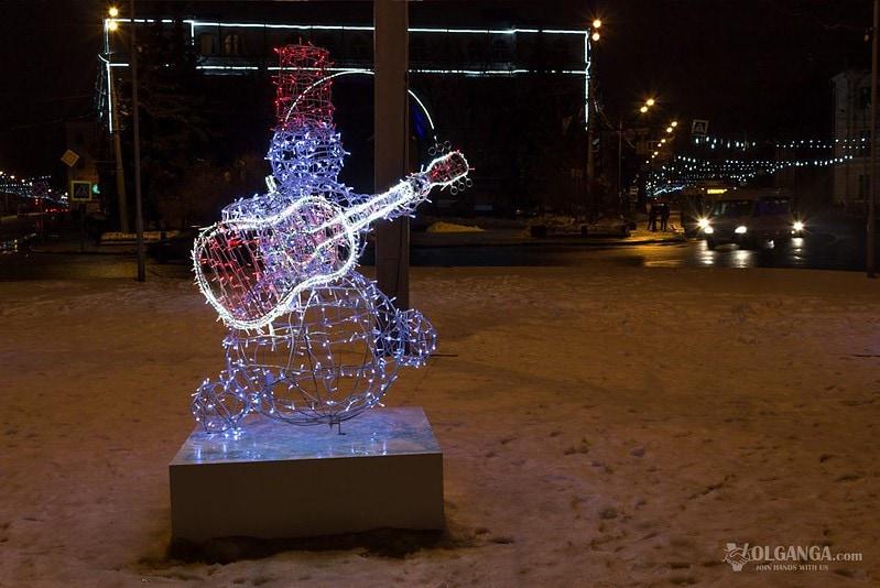 Snowmen guitarist on Red Square in Yaroslavl (New Year 2017)