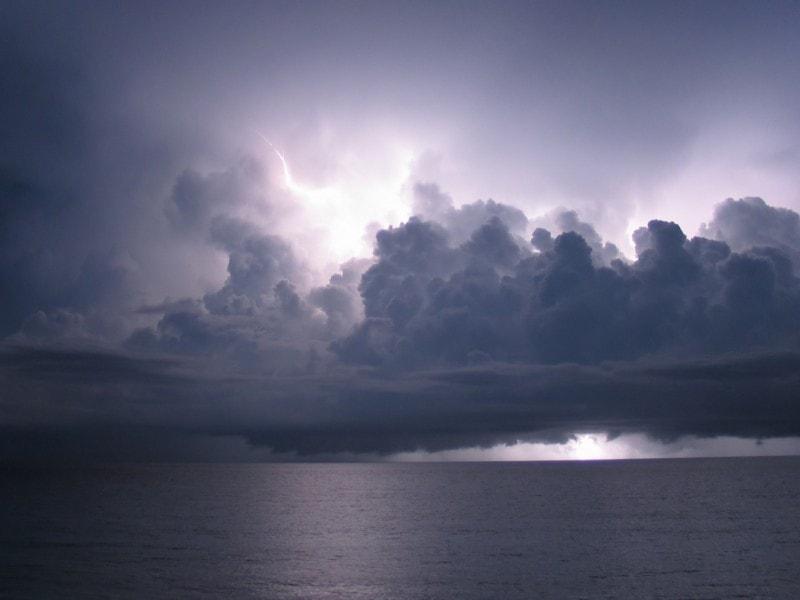 Lightning_storm_over_the_Caribbean