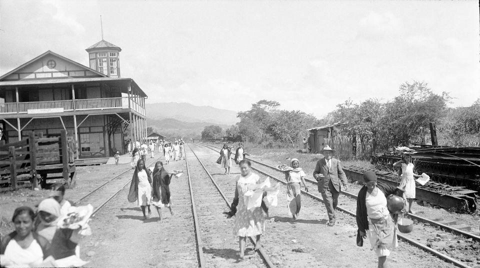 Estación del ferrocarril del Norte años 30 del siglo XX
