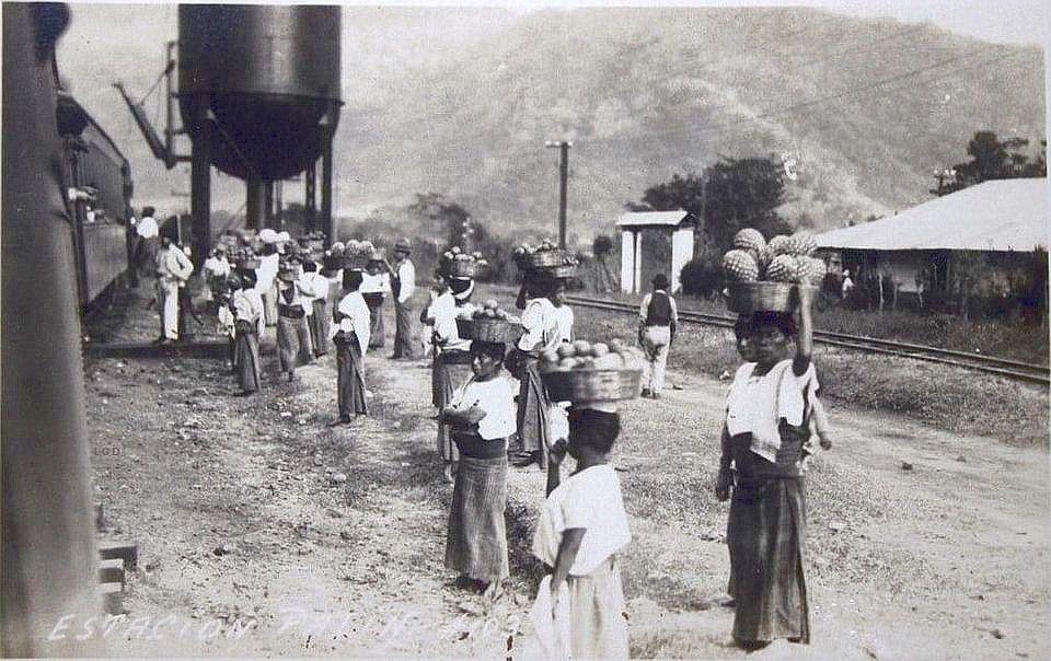 Vendedoras en la estación de Palín