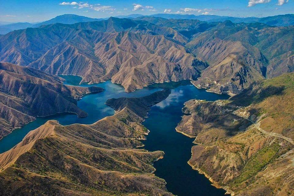 Rio Negro y embalse de Chixoy