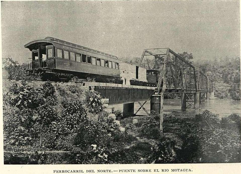 Puente sobre el río Motagua
