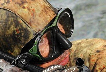 Maschera sub e baffi
