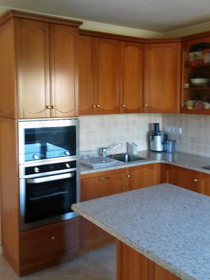 Konyhabútor szekrényoszlop és konyhasziget