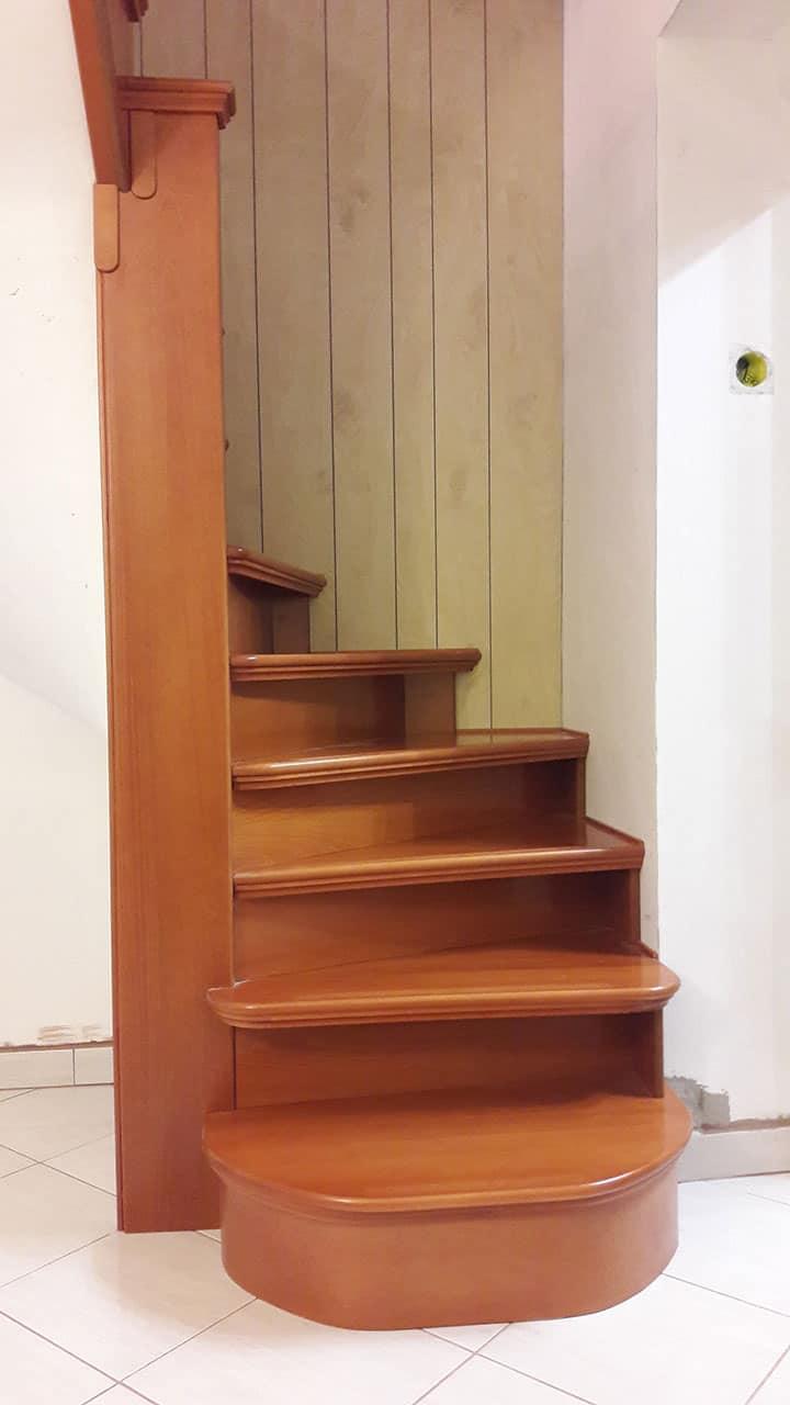 Íves lépcsőburkolat fából