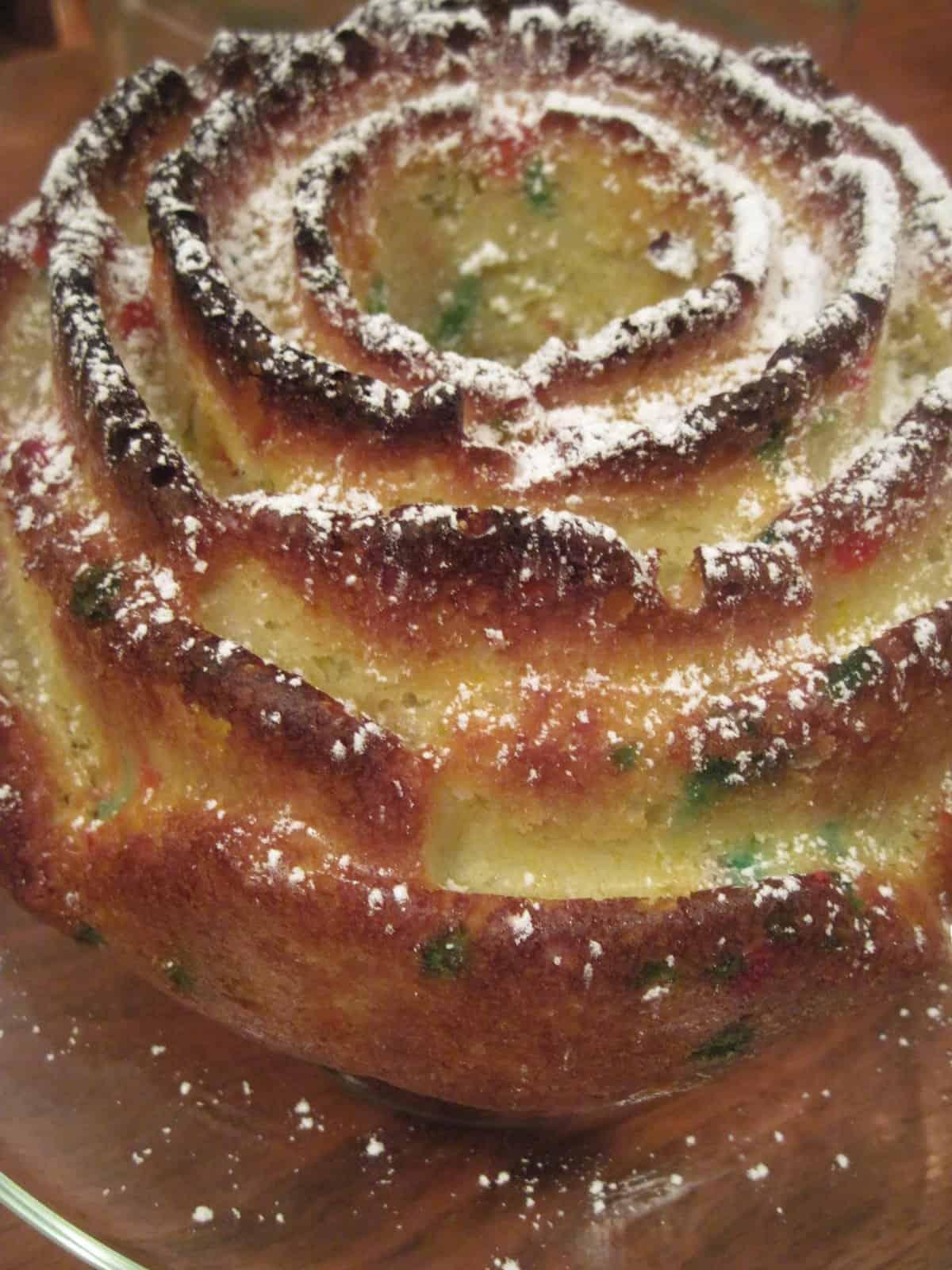Easy Christmas Cake via @Mooreorlesscook
