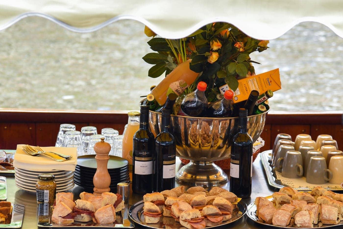 Broodjes boot Amsterdam. De salonboot Avanti