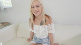 le casting d'une teen blonde