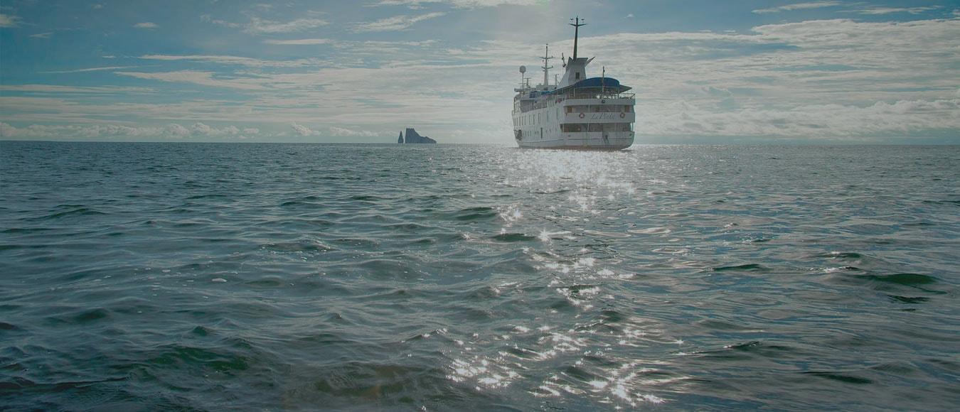 Travel Ecuador La Pinta Yacht Galapagos and Quito