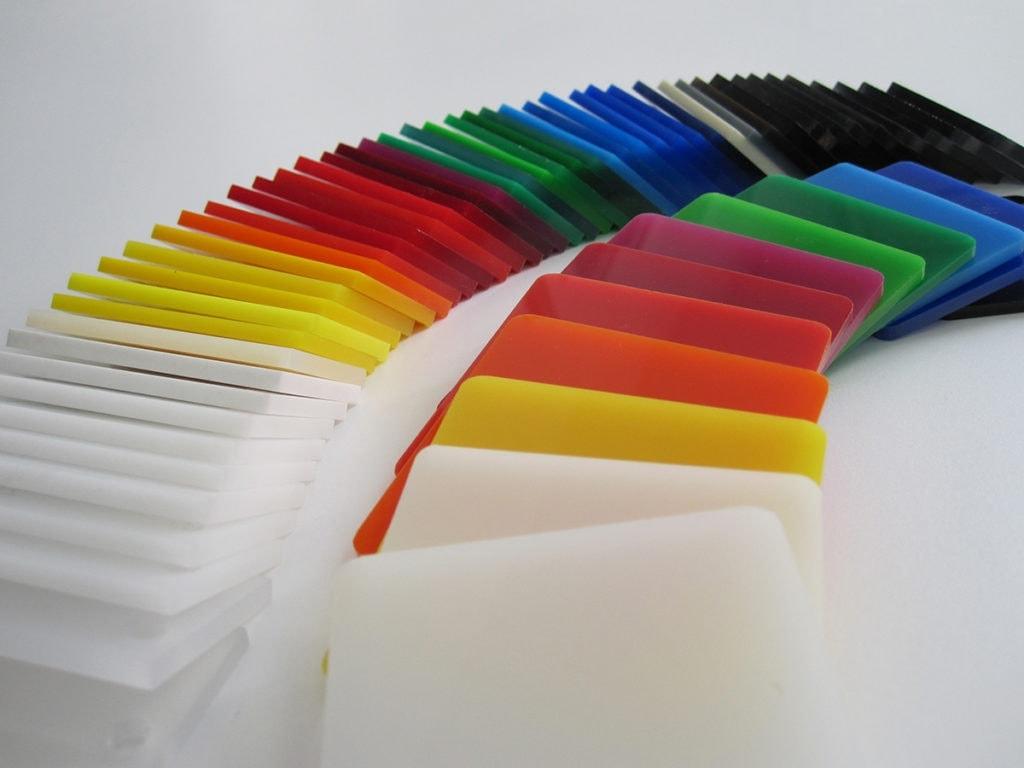 palette de plexiglass coloré