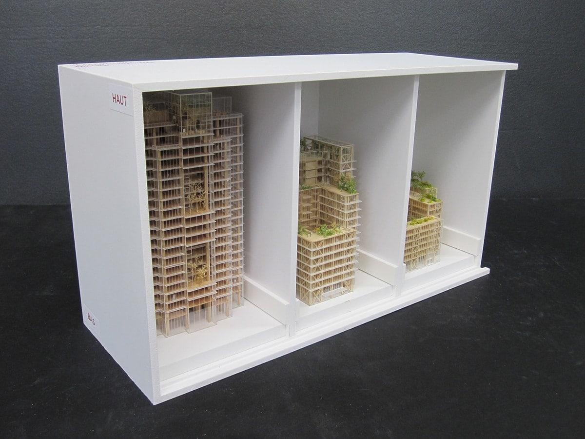 caisse pvc contenant plusieurs maquettes d'architecture