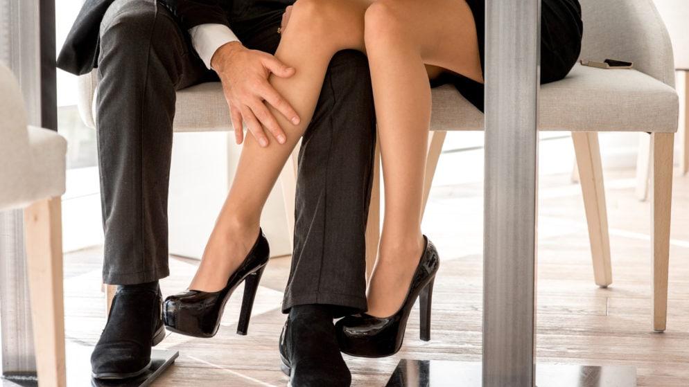 Varför yngre män älskar att dejta äldre kvinnor