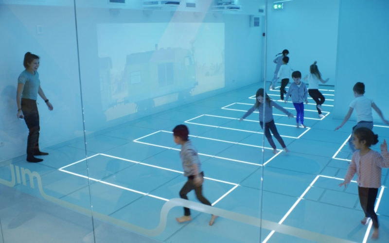 Kids running with coach Friends call me Jim studio Amsterdam animation projection